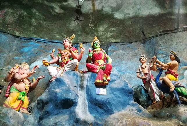 バトゥ洞窟の神々